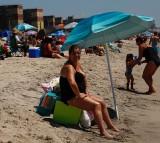Which Provides Better Sun Protection: Beach Umbrella Or SPF-100 Sunscreen?