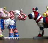 Maquettes of donkeys and elephants, symbols of the Democratic and Republican Party.