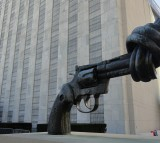 the knotted gun Statue in New York
