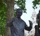 Nelson Mandela, Statue